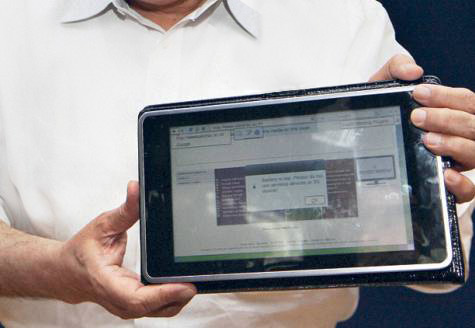 India unveils prototype of $35 touch-screen tablet computer