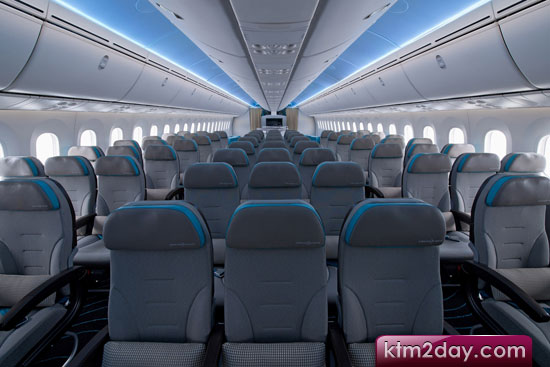 Qatar launches new J, Y class seats on 787s